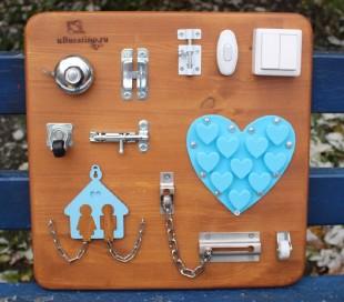 Бизиборд 40х40 голубой домик